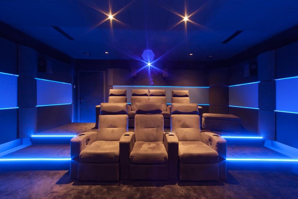 A DYNAMIC HOME CINEMA - Salle de cinéma privée sur mesure à Marseille
