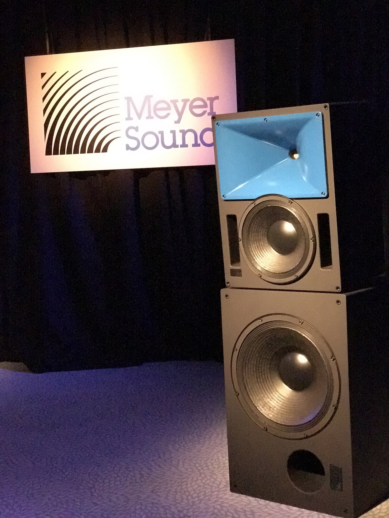 Écoute Meyer sound en Europe