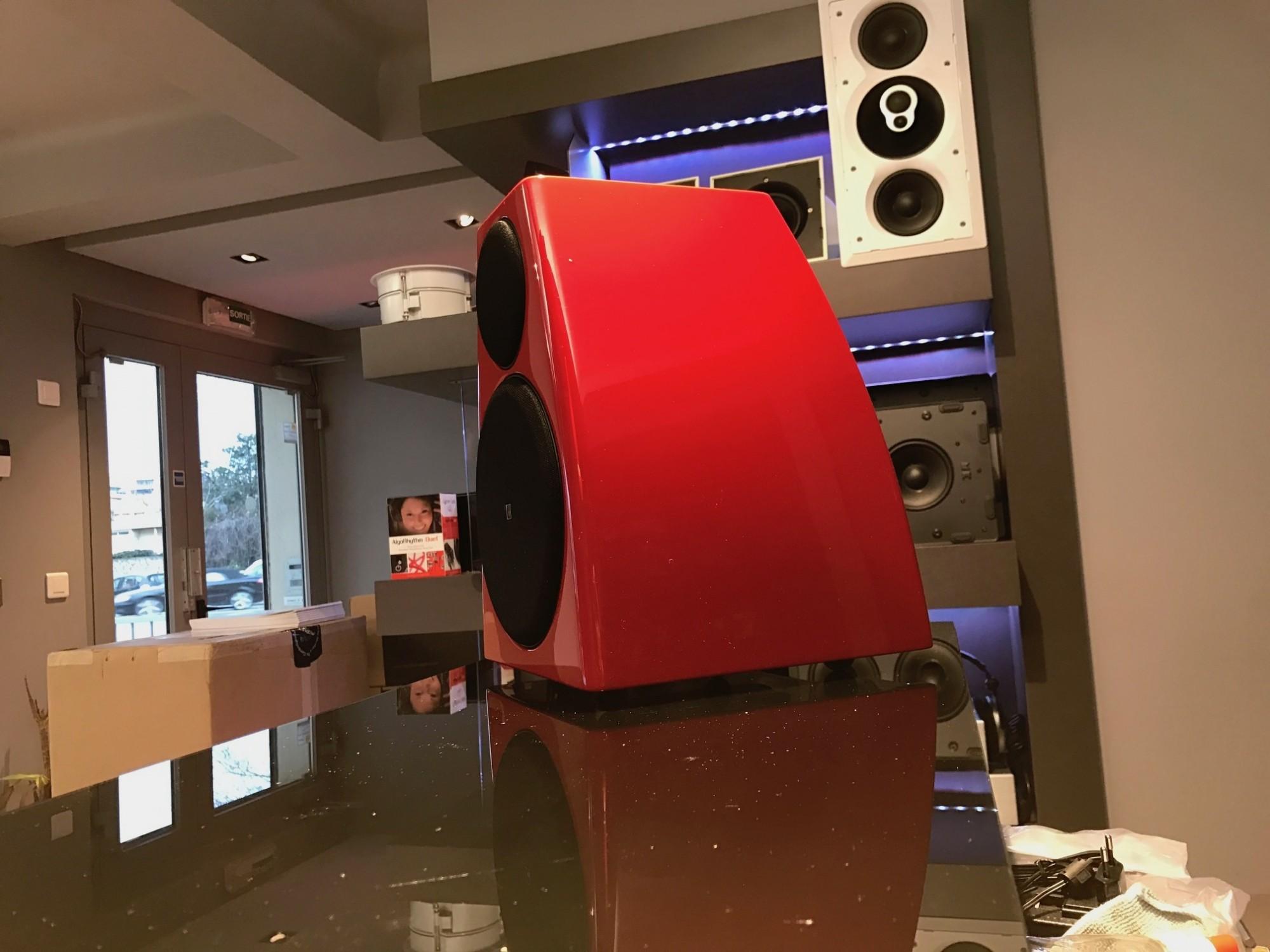 enceinte meridian DSP3200 coloris au choix  rouge Ferrari