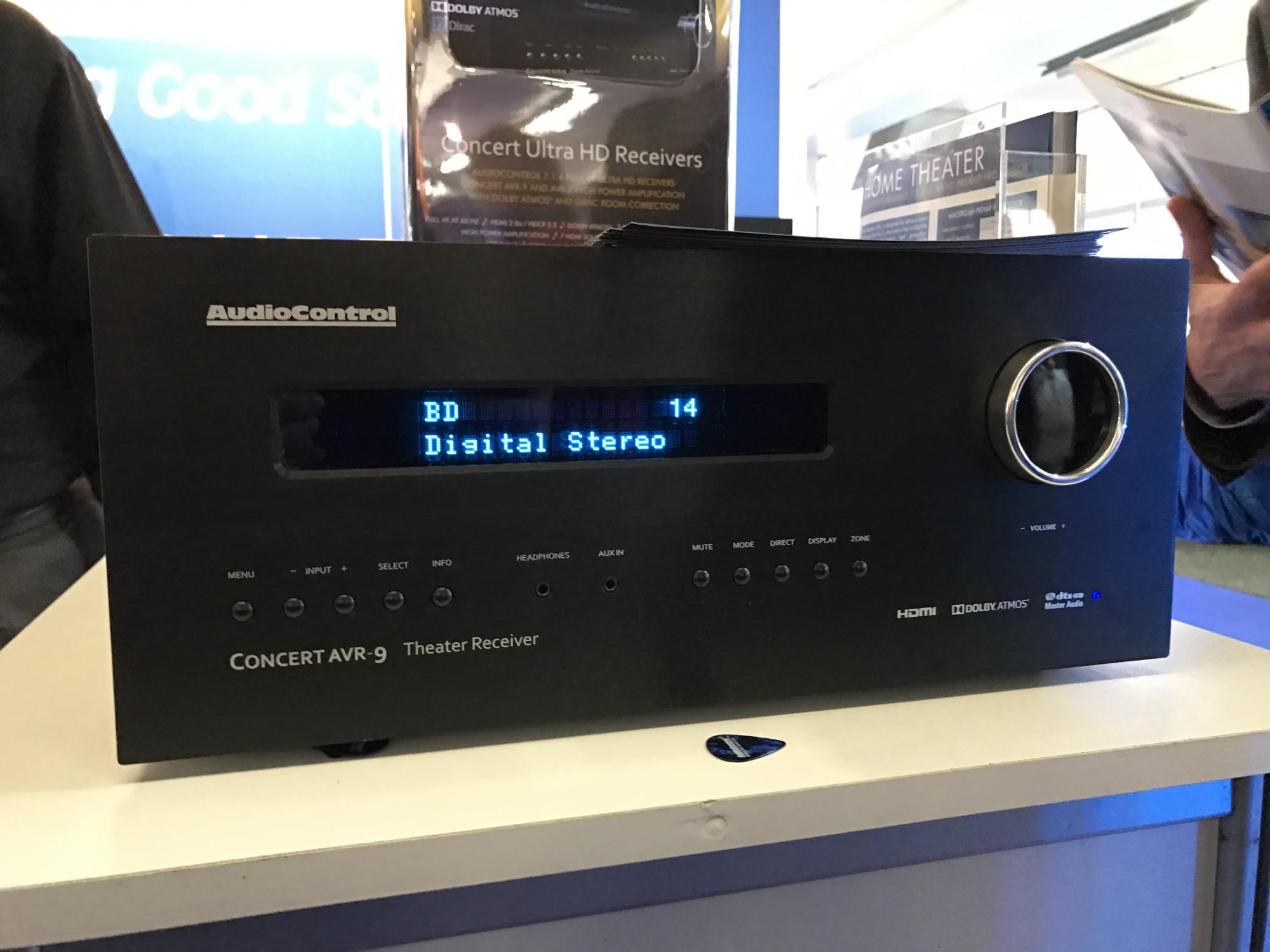 Audiocontrol M9 le preampli processeur avec 2 façades differentes