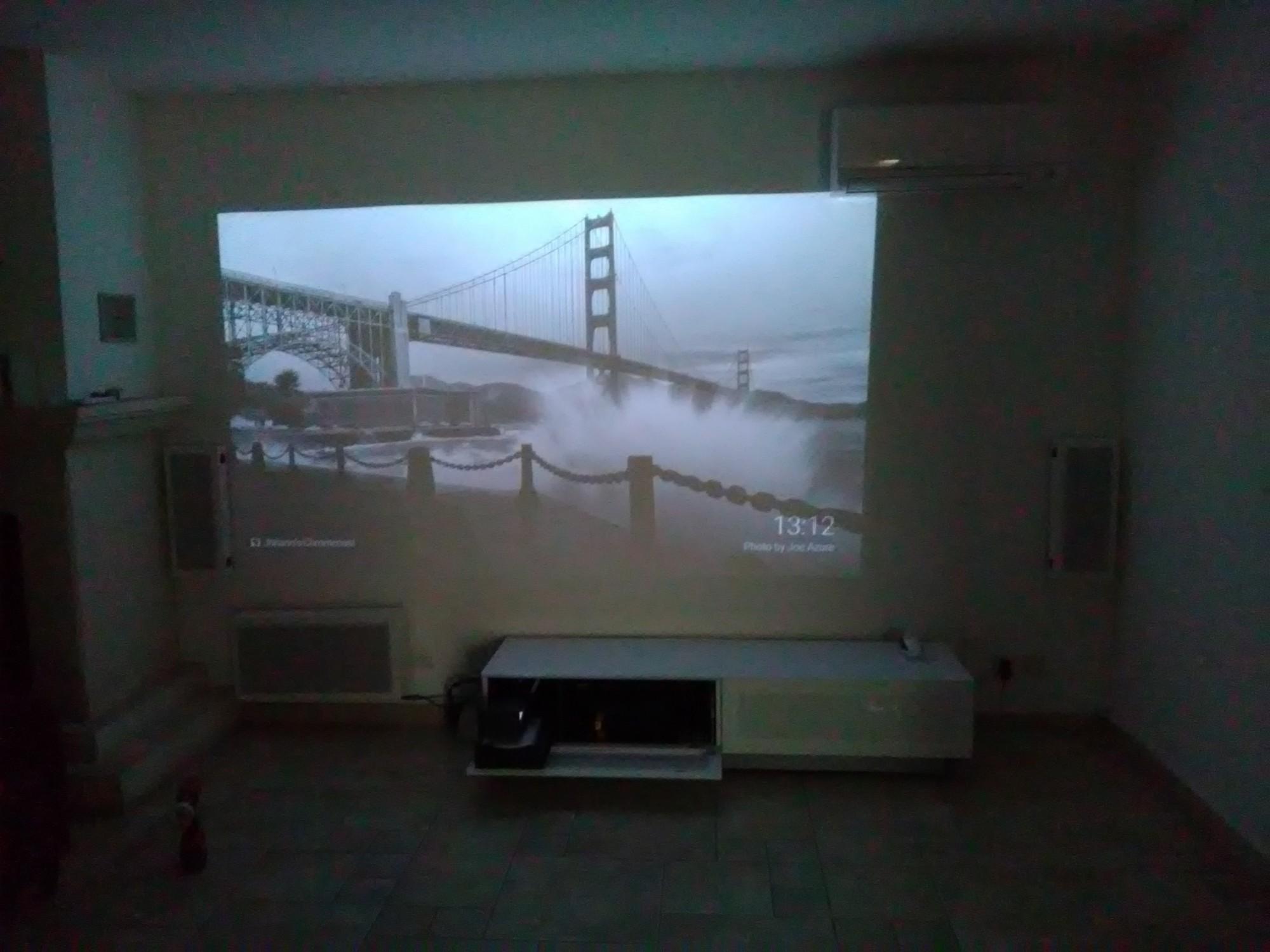 Home cinéma et videoprojecteur dissimulé dans un meuble à Cassis ...