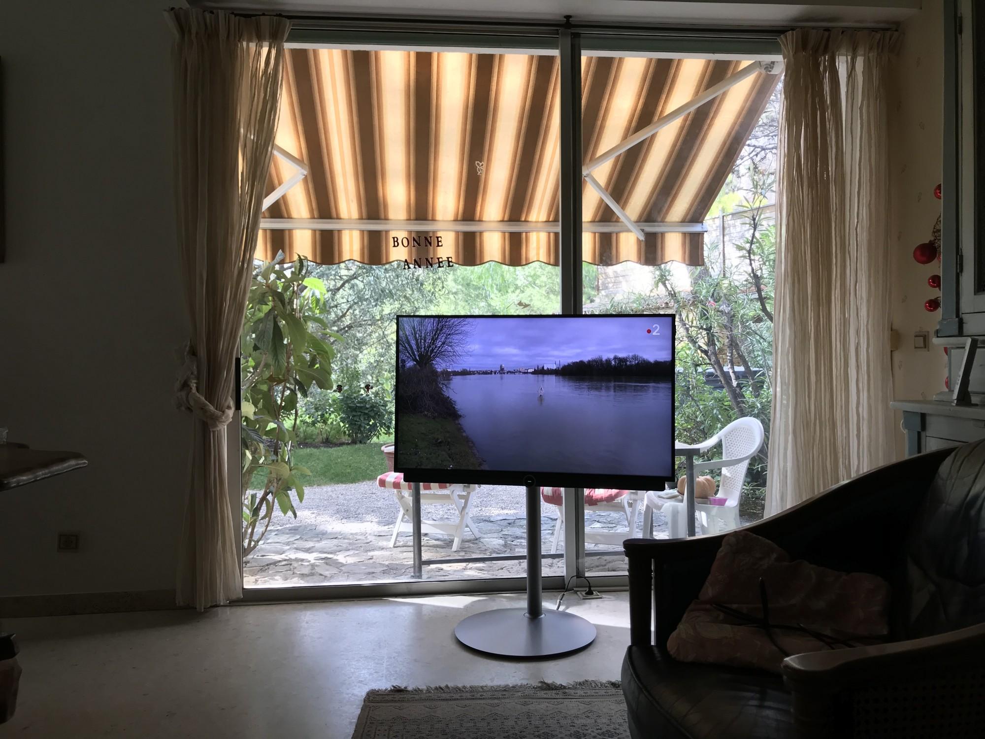 Tv Loewe. Bild 3.43 dr  à CARNOUX en PROVENCE